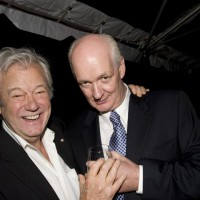 Gordon Pinsent hams it up with Hall of Fame host Colin Mochrie (photo: Linda Dawn Hammond)