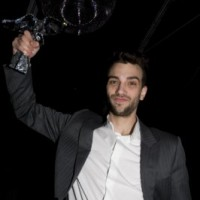 Jay Baruchel shows off the hardware (photo: Linda Dawn Hammond)