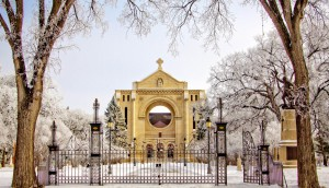 attractions.img-321.st-boniface-cathedral-in-winter-1-e1566505883692