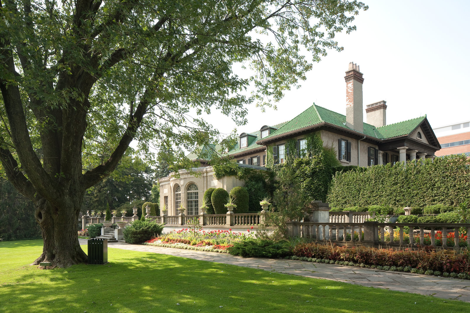Inspired by early 20th century Beaux-Arts design, Parkwood National Heritage Site is the ideal location for period and fantasy films, as well as historical documentaries.
