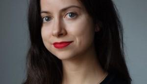 Carla Zeller Headshot